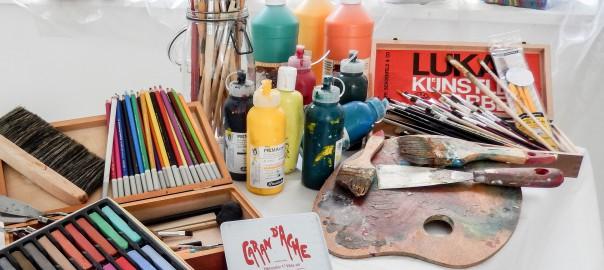 Farben und Malwerkzeug